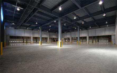 名正運輸株式会社第二物流センター倉庫内部