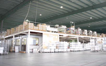 名正運輸株式会社 第一物流センター倉庫内部