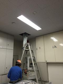 本社玄関に太陽光発電のモニターを設置しました。