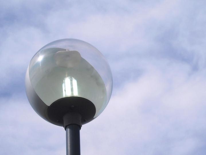 環境対策【LED型街路灯を導入しました!】